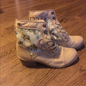 Roxy Floral Printed Lace Up Booties